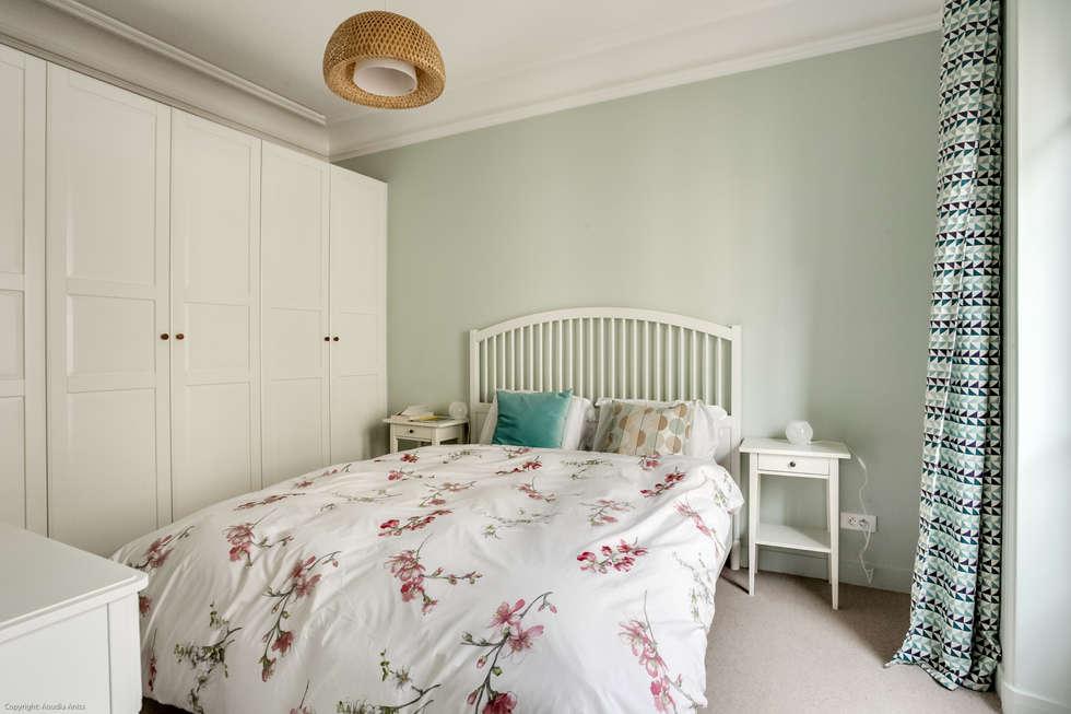 Chambre parentale cosy: Chambre de style de style Moderne par Decorexpat