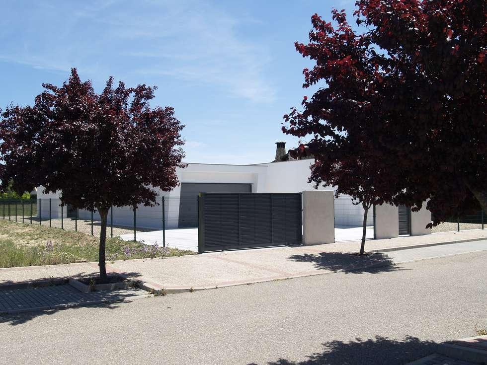 Casa bosque real Valladolid.: Casas de estilo moderno de ardisvall
