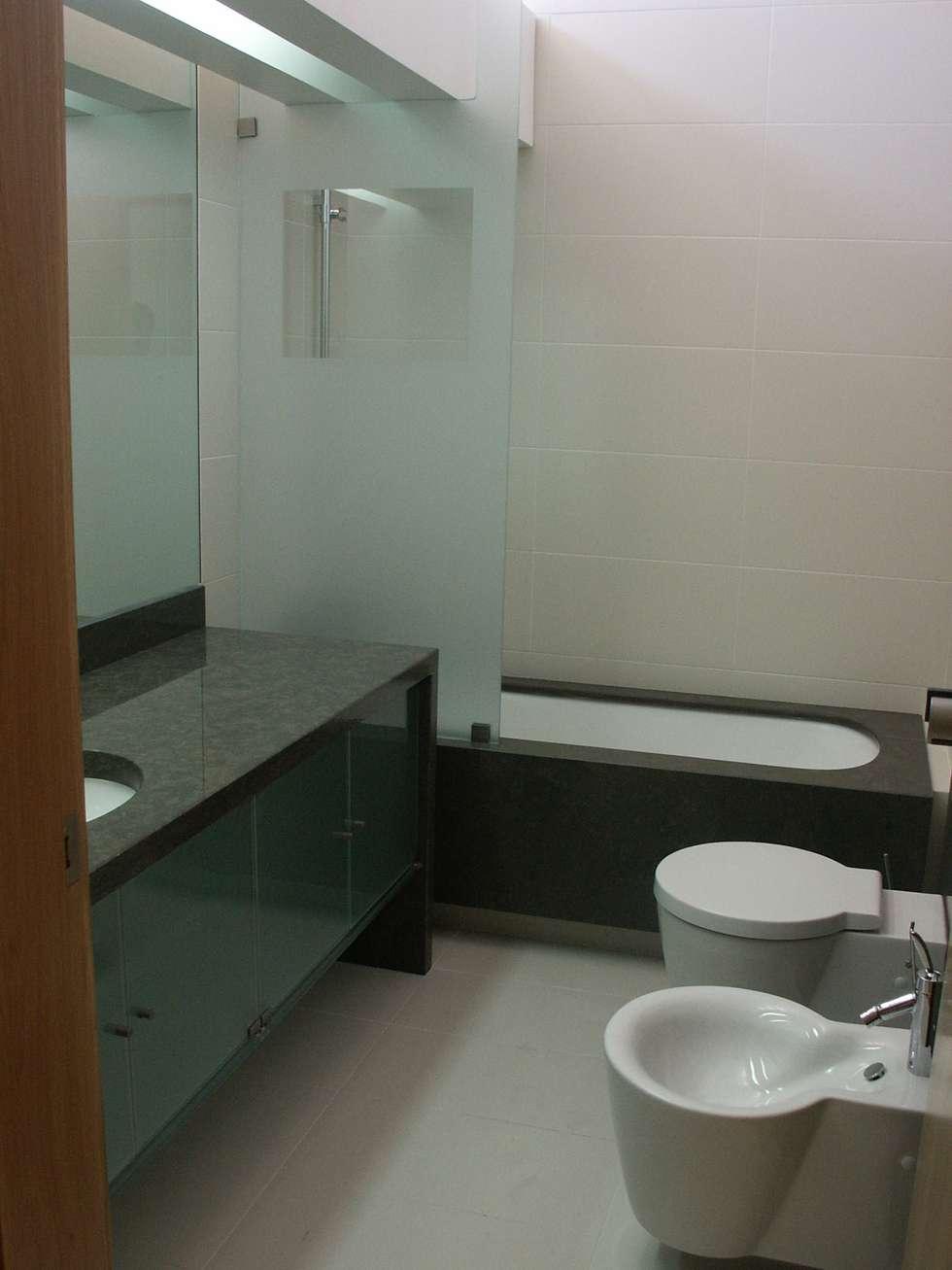 casa de banho: Casas de banho modernas por Pardal Monteiro Arquitetos, lda