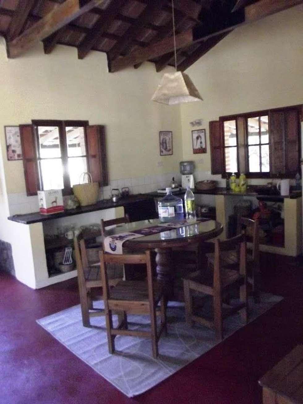 Casco de Finca en La Caldera: Cocinas de estilo rural por Valy