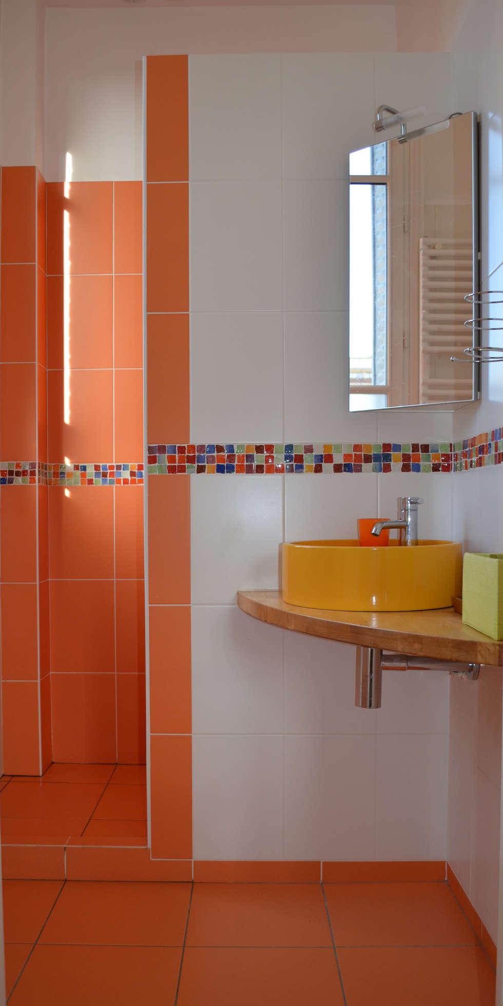 mini salle d'eau: Salle de bains de style  par 2 par mètre