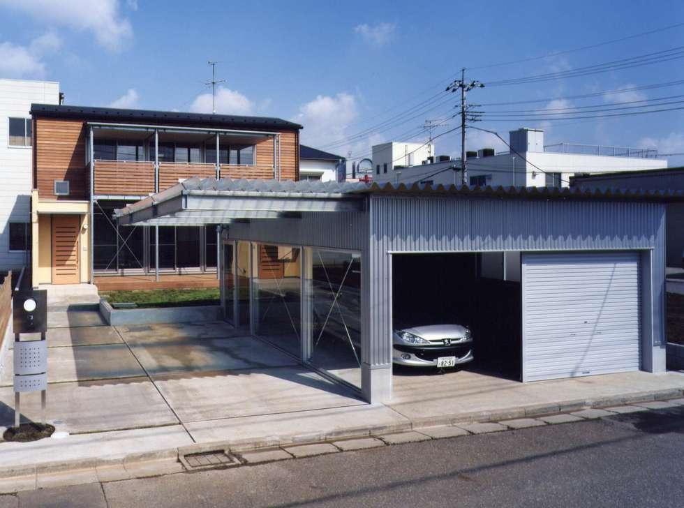 Casas de estilo moderno por 池...