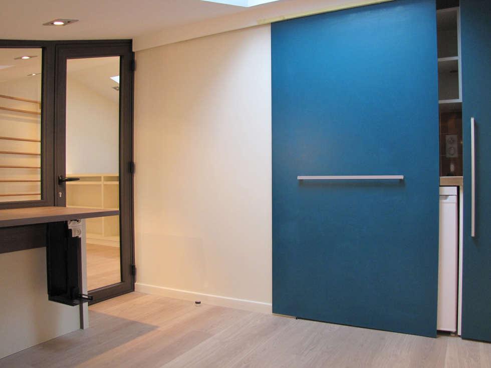 Kitchenette bureau: Bureau de style de style Moderne par Kauri Architecture