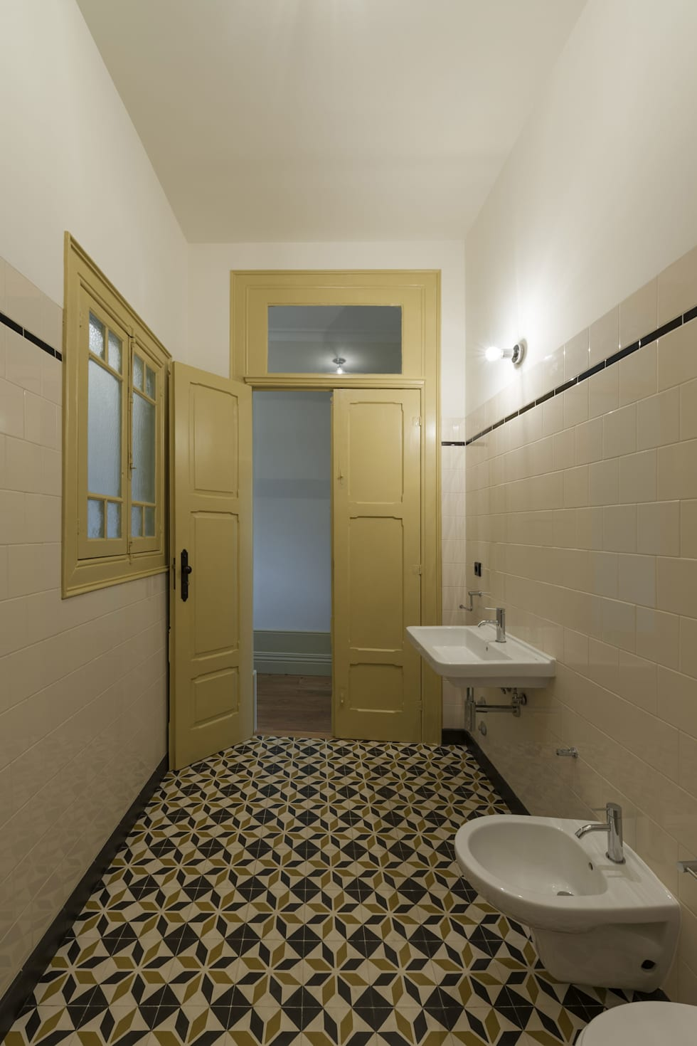 classic Bathroom by Inês Pimentel Arquitectura