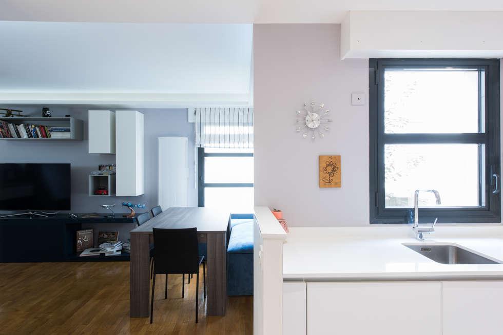 SALLE A MANGER: Salle à manger de style de style Moderne par LA CUISINE DANS LE BAIN SK CONCEPT