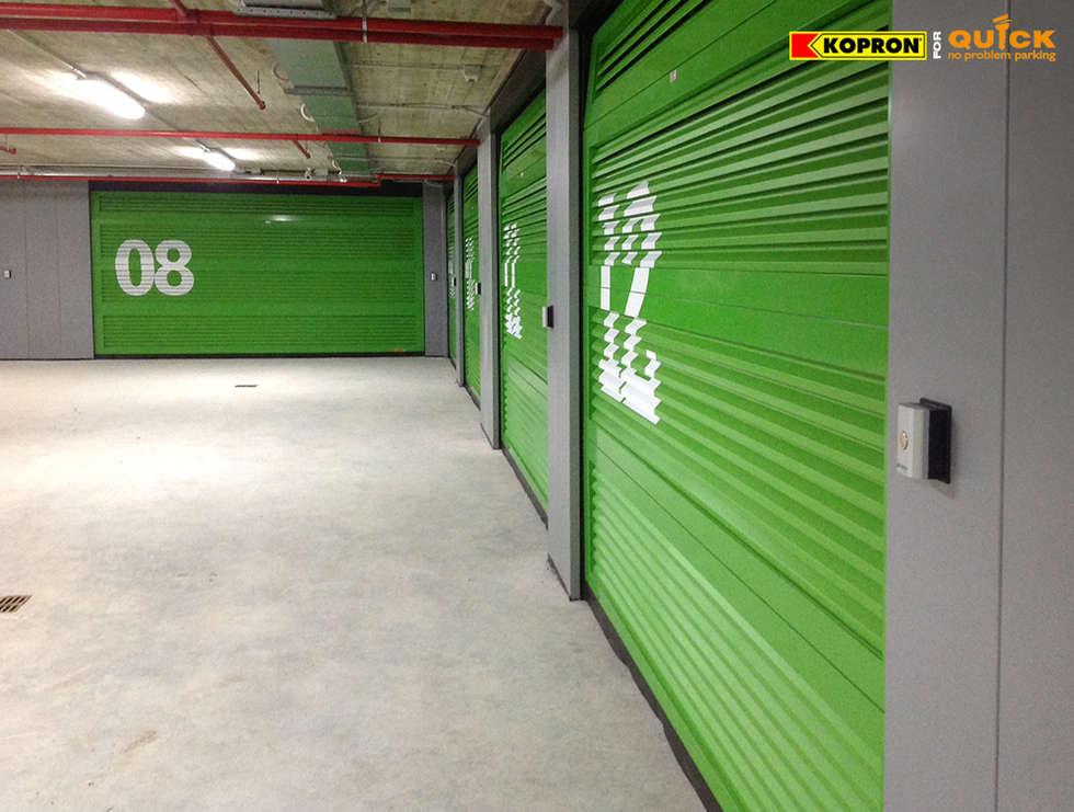 Portoni Sezionali per garage: Case in stile in stile Moderno di Kopron S.p.A.