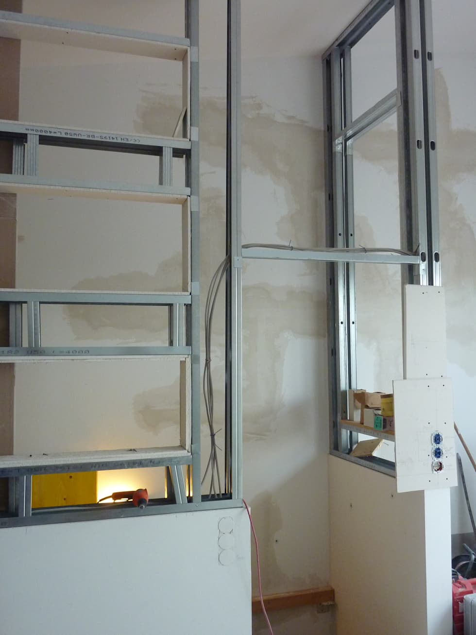 Trockenbau Treppenaufgang: Von 2 Zimmer Küche Bad