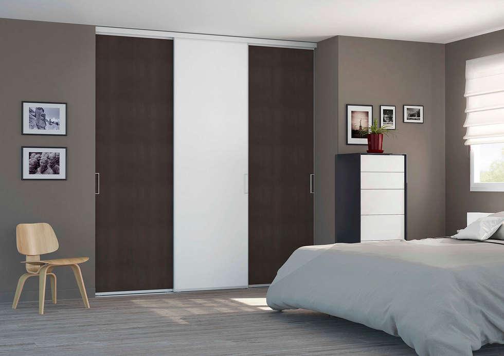 Porte de placard coulissante sur-mesure: Chambre de style de style Moderne par Centimetre.com