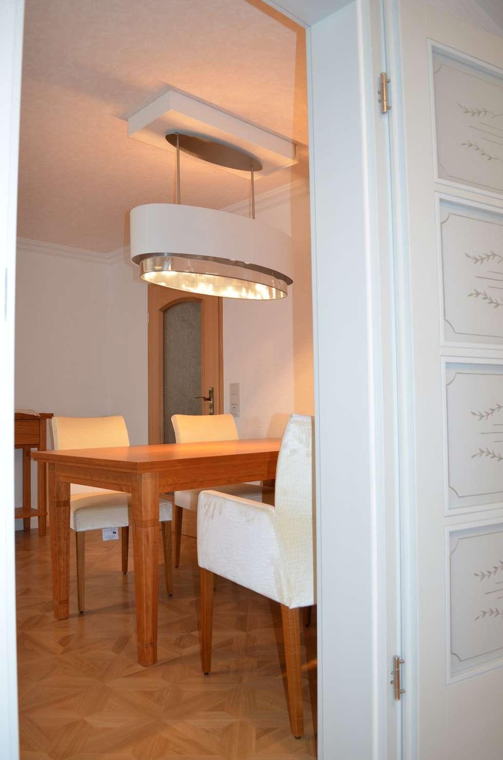 Esszimmer: Ausziehbarer Tisch, Gepolsterte Stühle Und Beleuchtung: Moderne  Esszimmer Von WOHNIDEEN Lebedies