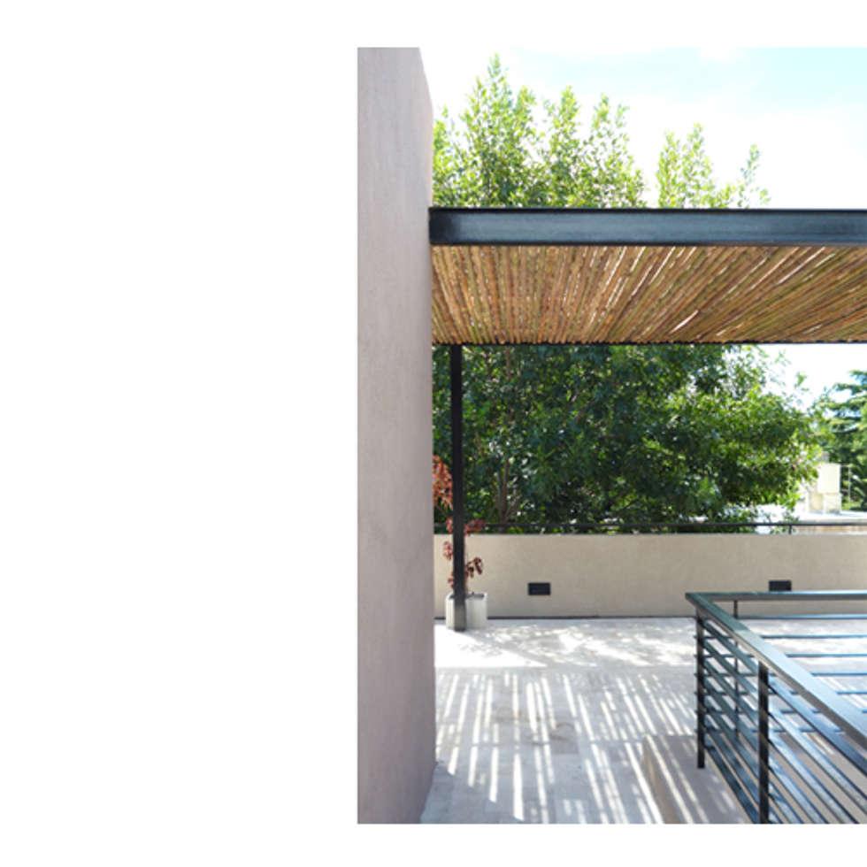 CASA TIGRE: Terrazas de estilo  por GB Arquitectos