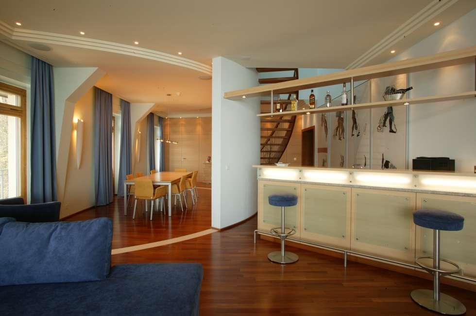 Maisonette: Salle à manger de style de style Moderne par FiAri