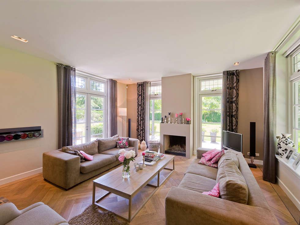 Salas / recibidores de estilo moderno por Friso Woudstra Architecten BNA B.V.