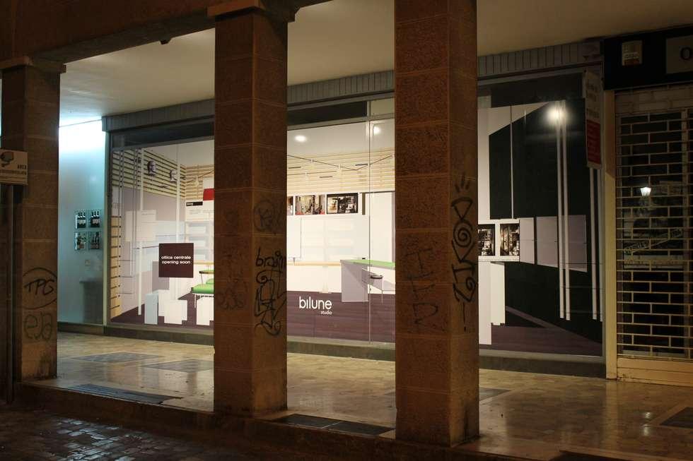 negozio di ottica: Negozi & Locali commerciali in stile  di bilune studio