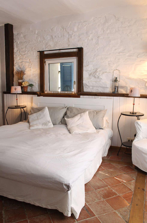 10 spettacolari camere da letto con muro in pietra