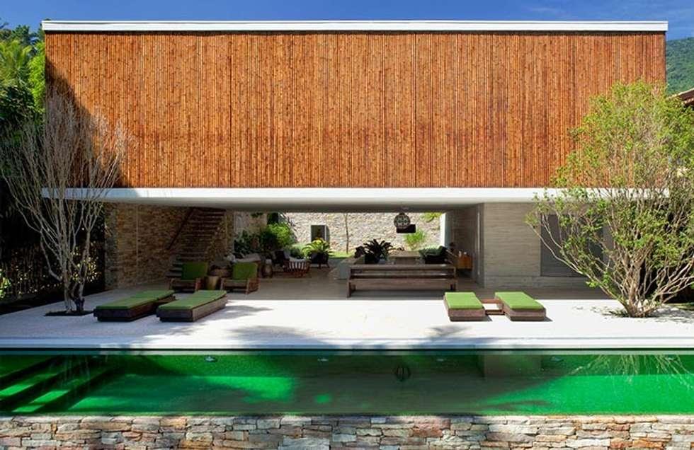 pasillo hall y escaleras de estilo por bambu carbono zero