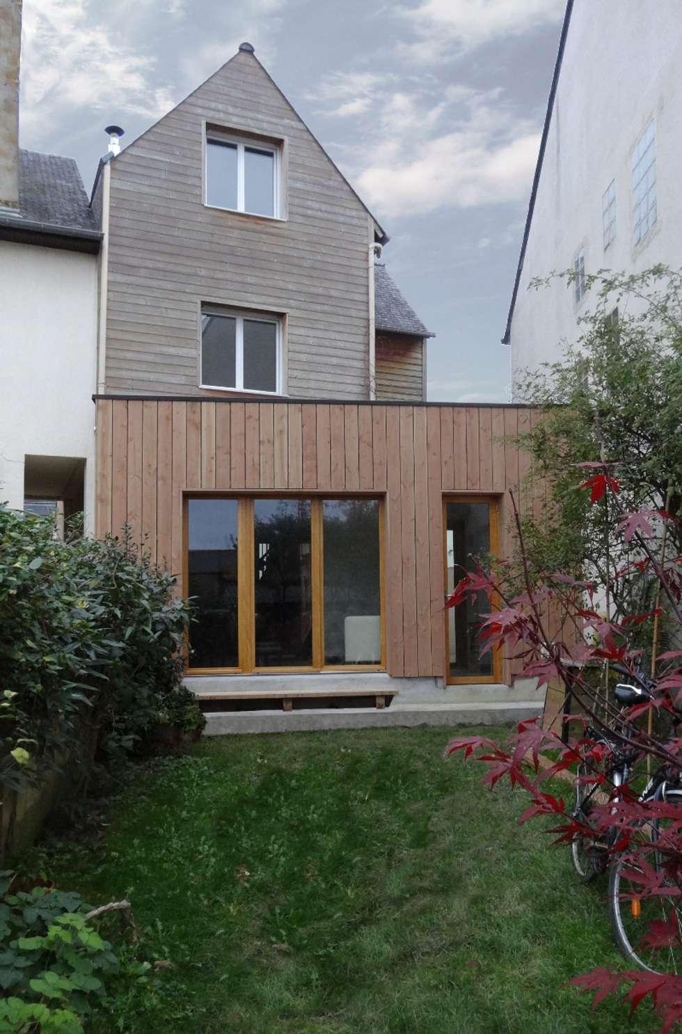 Etat final, avec extension sur jardin:  de style  par Briand Renault Architectes