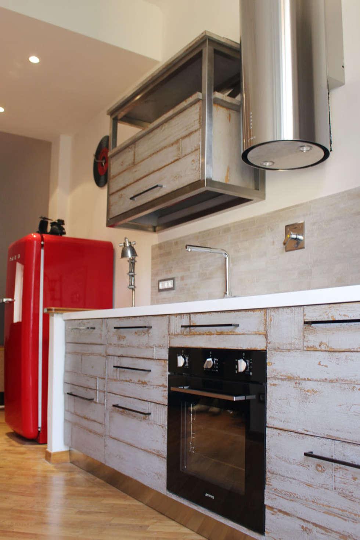 Cucina SoHo: Cucina in stile in stile Eclettico di Essenza Legno