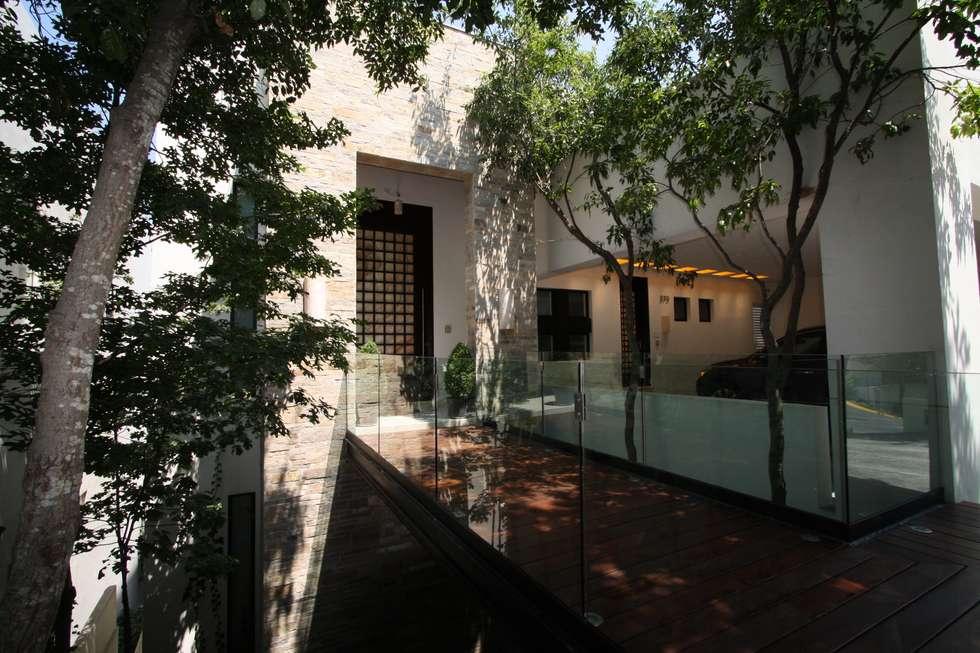 Casa San Angel: Casas de estilo moderno por ODICSA