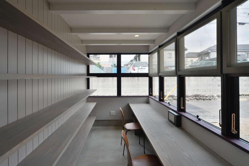 守山の家: Nobuyoshi Hayashiが手掛けた書斎です。