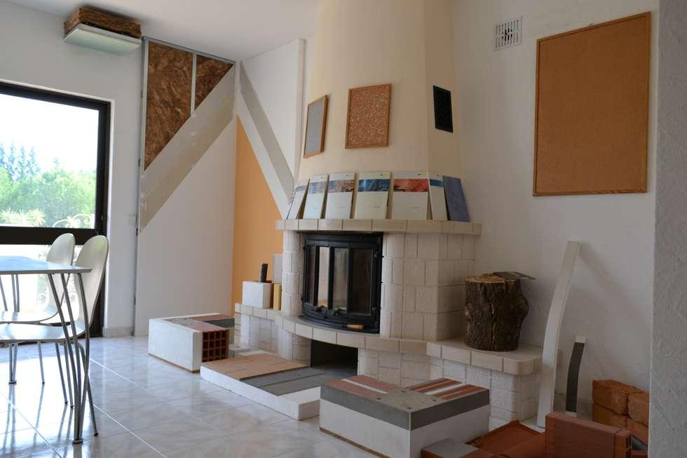 Livings de estilo ecléctico por RenoBuild Algarve