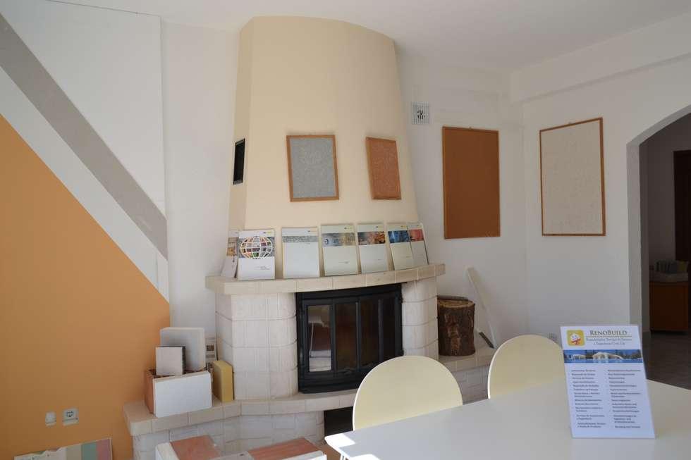 eclectische Woonkamer door RenoBuild Algarve