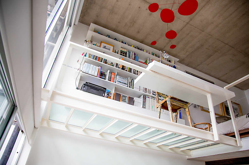 Escritorio y biblioteca: Estudios y oficinas de estilo moderno por MeMo arquitectas