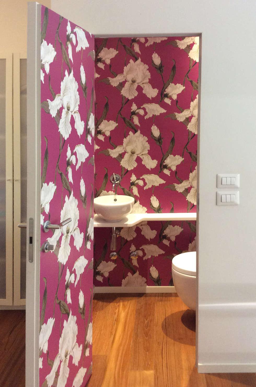 stanza da bagno vista dall'esterno: Bagno in stile in stile Eclettico di bilune studio