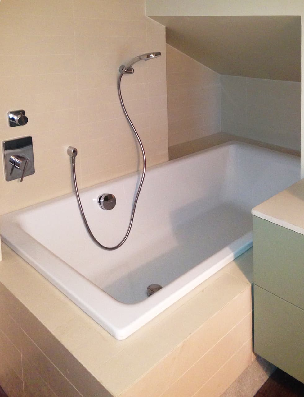 Idee arredamento casa interior design homify - Bagno nel sottotetto ...