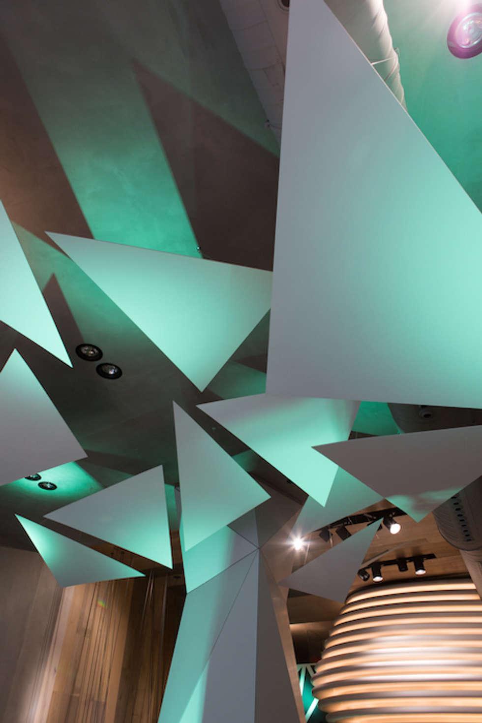 Création d'espace et d'ambiance pour Porcelanosa Group: Centres commerciaux de style  par ROVT