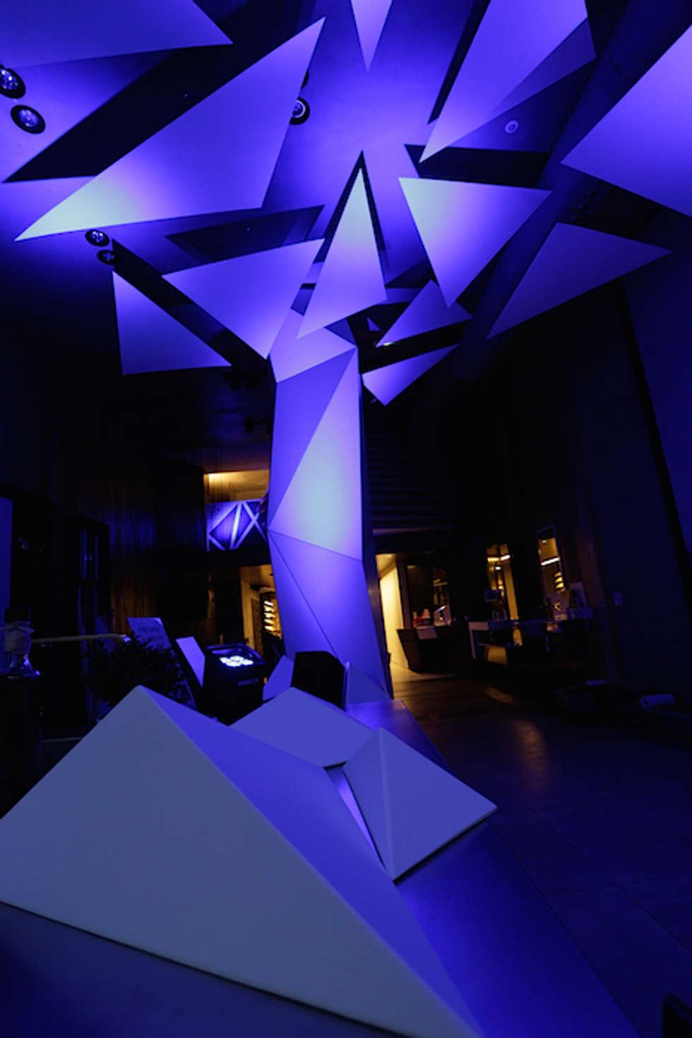 Création d'espace et d'ambiance pour Porcelanosa Group: Locaux commerciaux & Magasins de style  par ROVT