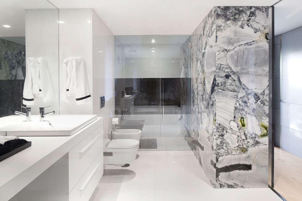 minimalistic Bathroom by GAVINHO Architecture & Interiors