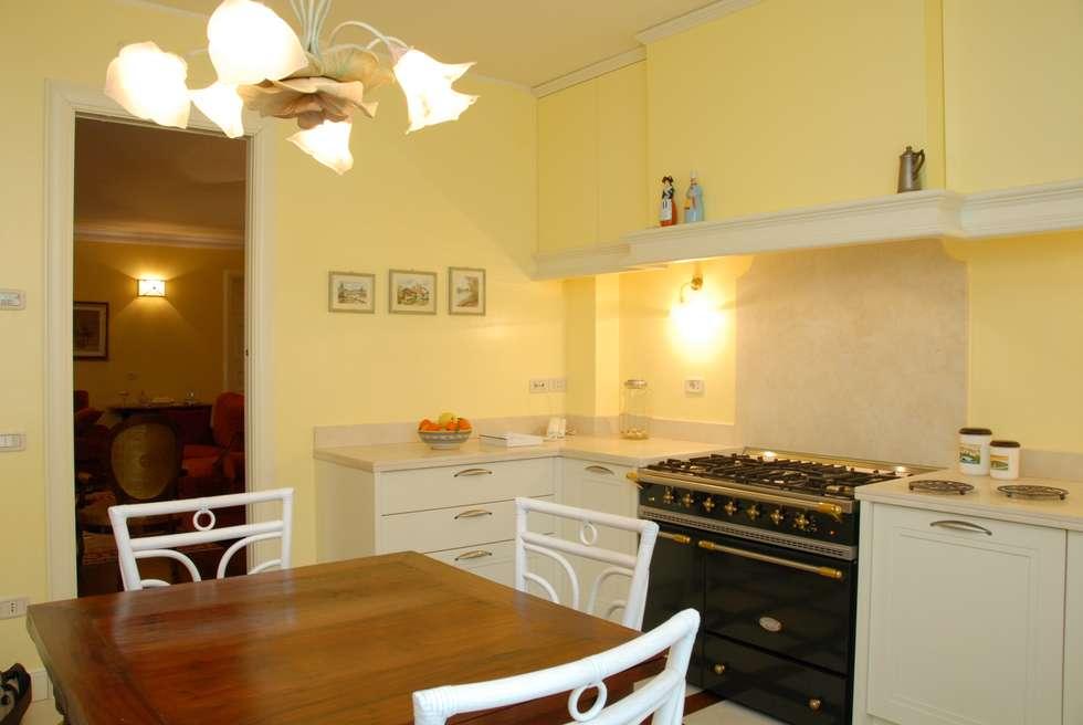kitchen bilune studio design: Cucina in stile in stile Classico di bilune studio