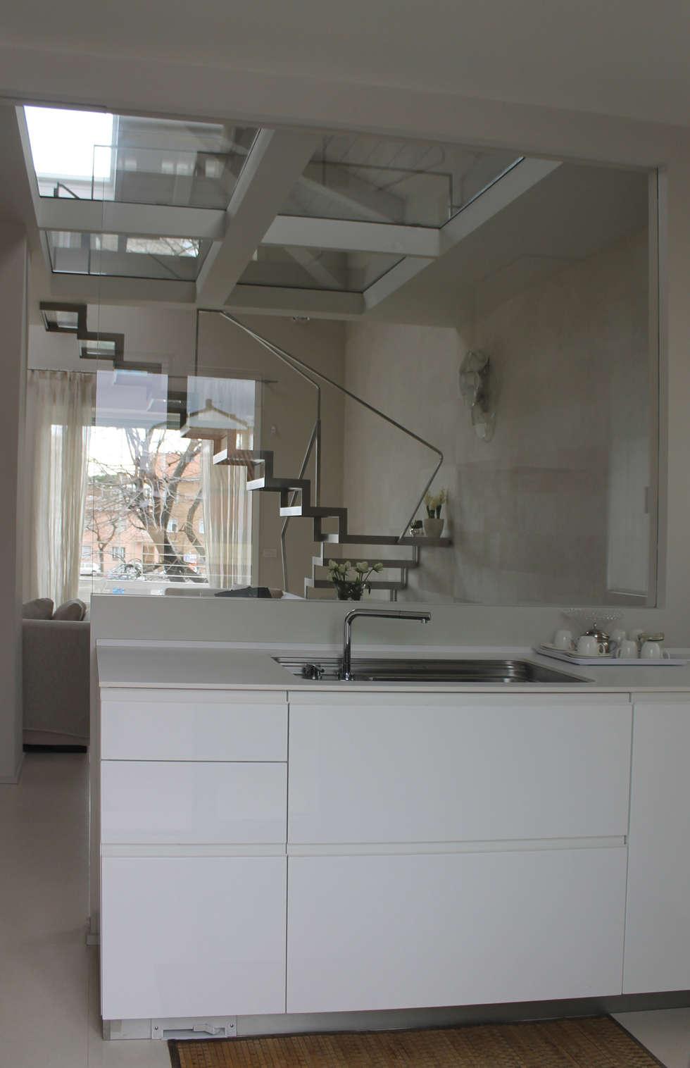 kitchen bilune studio design: Cucina in stile in stile Minimalista di bilune studio