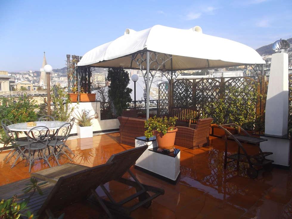 Giardino  pensile: Giardino in stile in stile Mediterraneo di italiagiardini