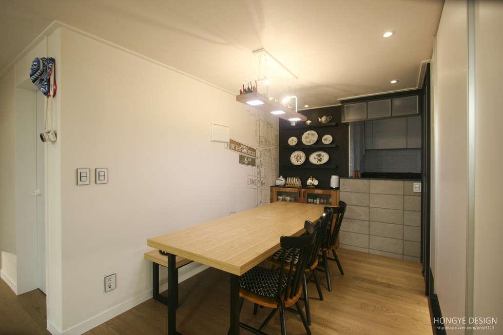 120인치 스크린이 우리집 거실에, 40py 모던한 인테리어 : 홍예디자인의  다이닝 룸