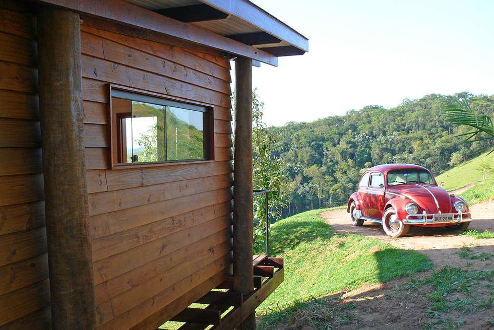 Vista do acesso de veículos: Casas rústicas por Cabana Arquitetos
