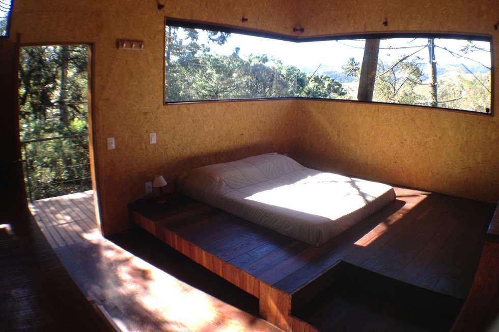Casa Dois Casais: Quartos  por Cabana Arquitetos