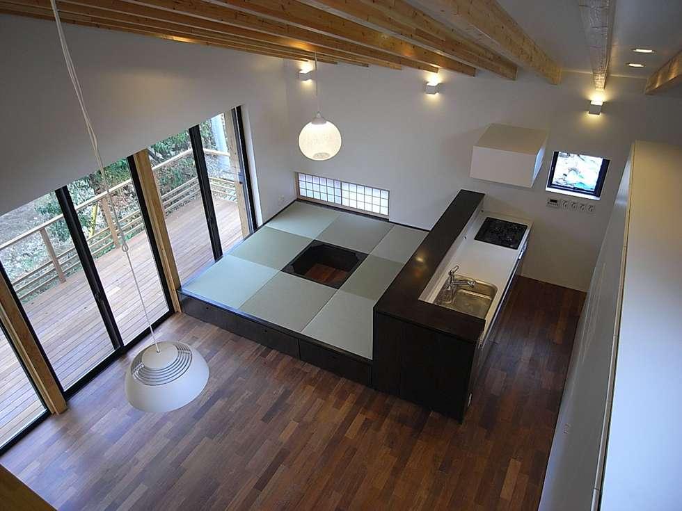 和室コーナー: Unico design一級建築士事務所が手掛けた和室です。