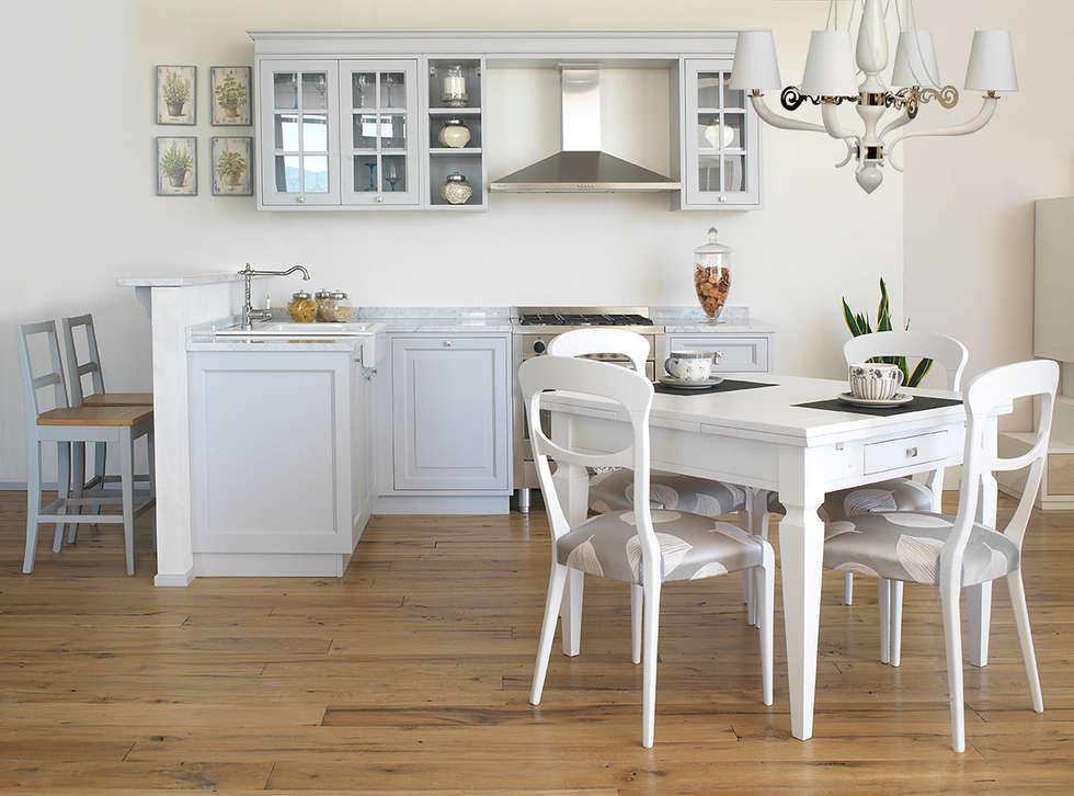 Ambiente luminoso e funzionale: Cucina in stile in stile Mediterraneo di LA BOTTEGA DEL FALEGNAME