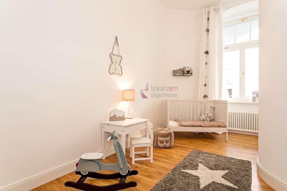 6-Zimmer Musterwohnung im Gründerzeit-Altbau am Kurfürstendamm: moderne Kinderzimmer von staged homes