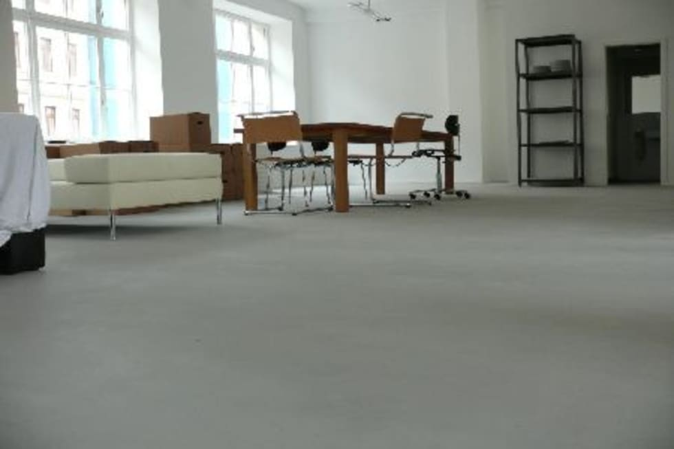 Fußboden Beton Kosten ~ Fussboden in einer loftwohnung: moderne wohnzimmer von leosteen