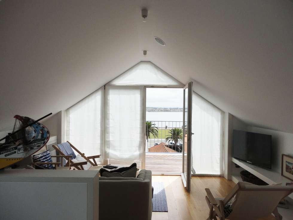 Sala de estar: Salas de estar ecléticas por GAAPE - ARQUITECTURA, PLANEAMENTO E ENGENHARIA, LDA