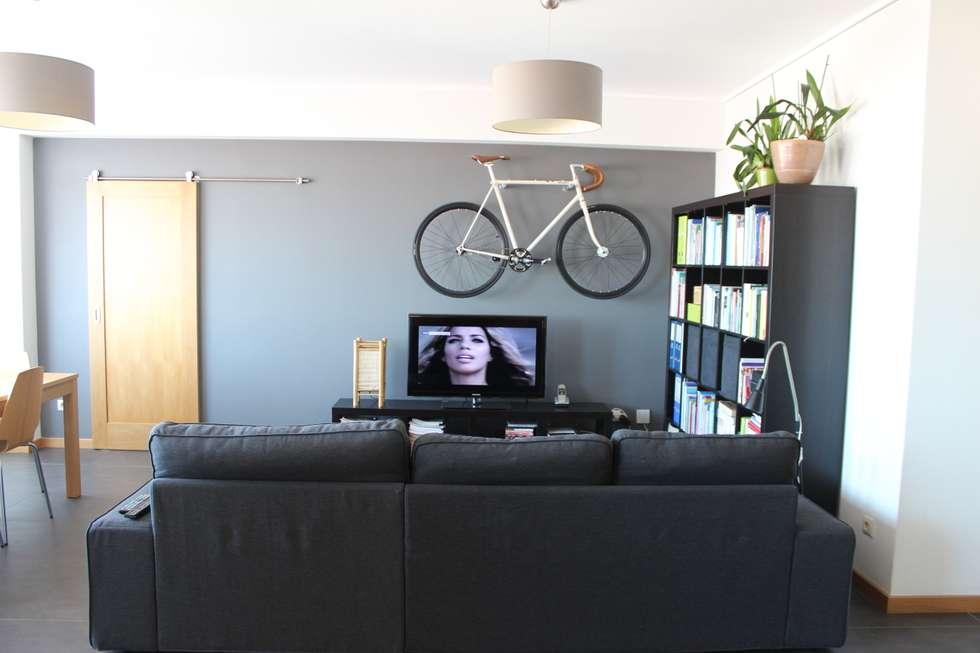 Existe um espaço para tudo.: Salas de estar modernas por Casa do Páteo