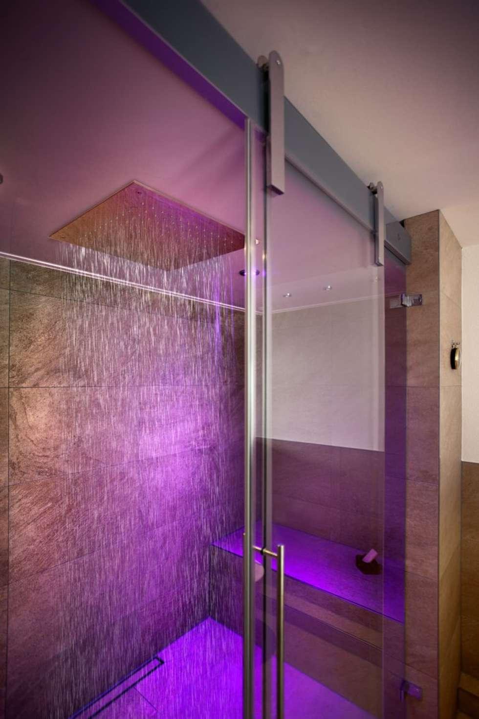 Dampfbad vereint tägliches duschen und dampfbaden in einem produkt ...