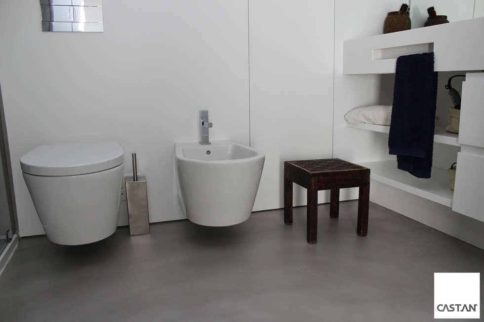 Instalação sanitária piso superior: Casas de banho modernas por Castan