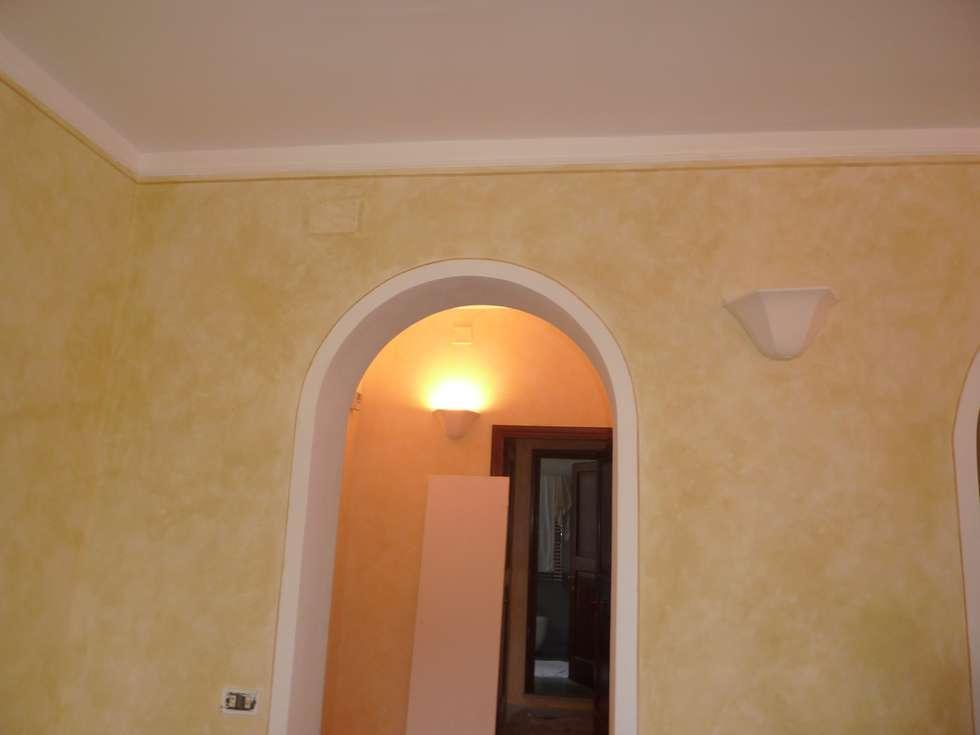 Pareti dipinte a velatura: soggiorno in stile in stile classico di ...