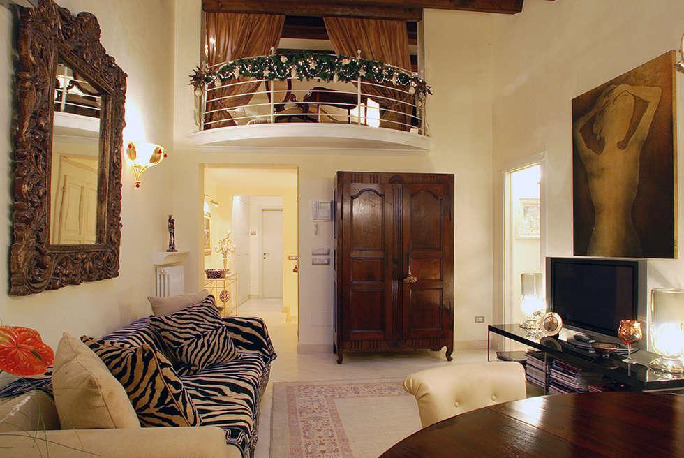 zona living : Soggiorno in stile in stile Classico di bilune studio
