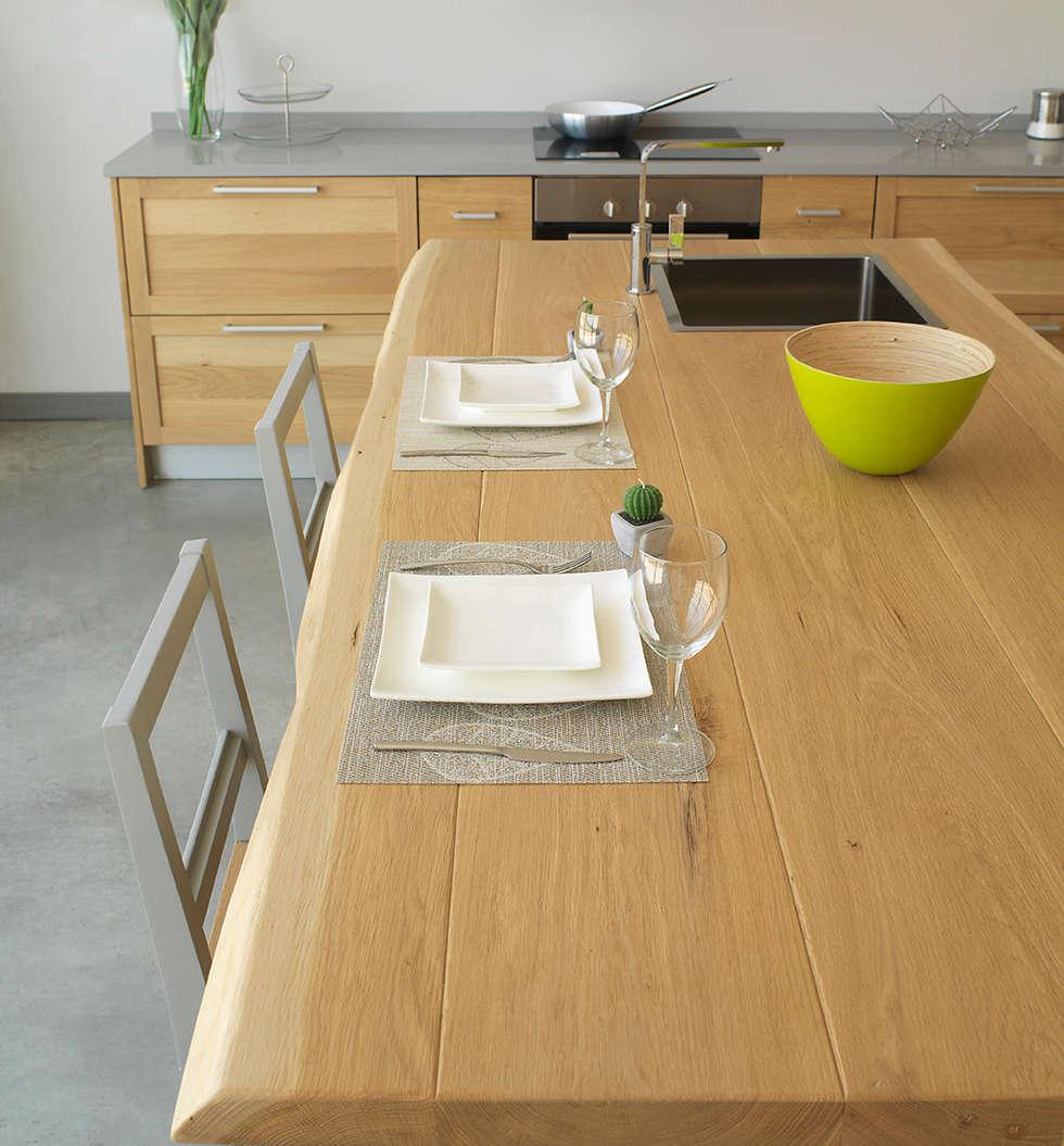 Particolare del piano : Cucina in stile in stile Mediterraneo di LA BOTTEGA DEL FALEGNAME