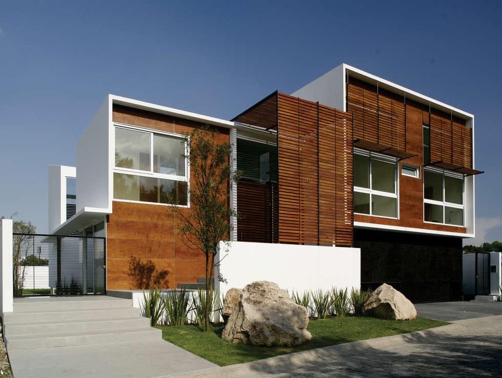 Casa Quince: Casas de estilo minimalista por Echauri Morales Arquitectos