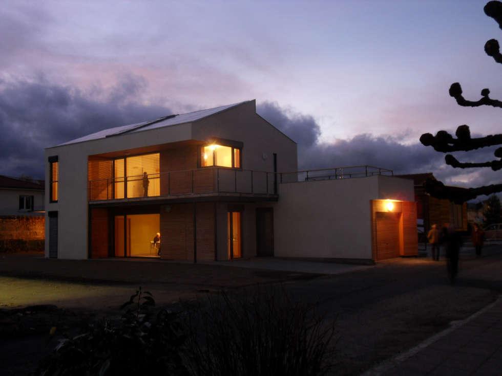 La maison ouverte sur l'extérieur: Maisons de style de style Moderne par archipente
